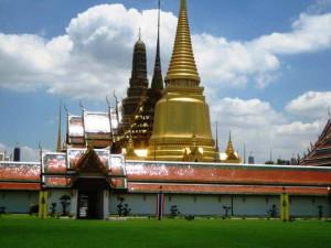 Der Königspalast in der Thailändischen Hauptstadt mit der charakteristischen Goldpadagode