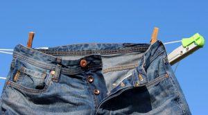 Jeans-an-Kleiderständer